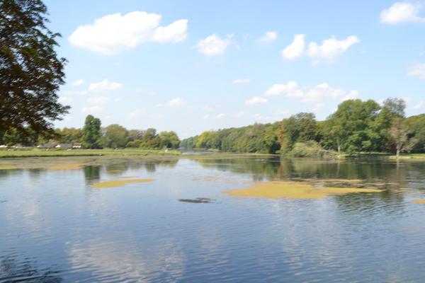 香提伊堡 [Chateau de Chantilly] 護城河