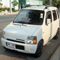 這條街上還滿容易看到罕見車款 這款WAGON  比在台灣能見到WAGON與SOLIO還要再小一號