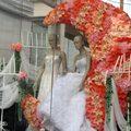 對了 除了精品店不少外 東羅街也是曼谷有名的婚紗街 (不過這櫥窗的蠟燭 實在有夠沒誠意的)
