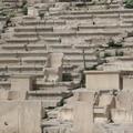 這座古希臘戶外劇場..底下有椅子開始 是貴族區 上排就是平民區啦 貴族區還附小桌 真的是過太爽