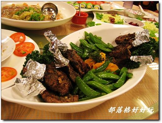烤羊排旁邊的配菜~南瓜刨片醃百香果醬簡直就是一絕