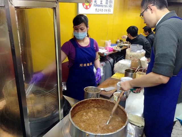 ☆走吃美食樂☆台北補習街。超好吃阿泉麵線+臭豆腐