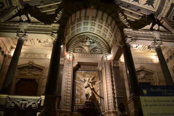 聖母堂內部三
