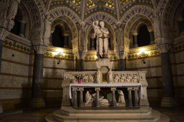 聖母堂內部四