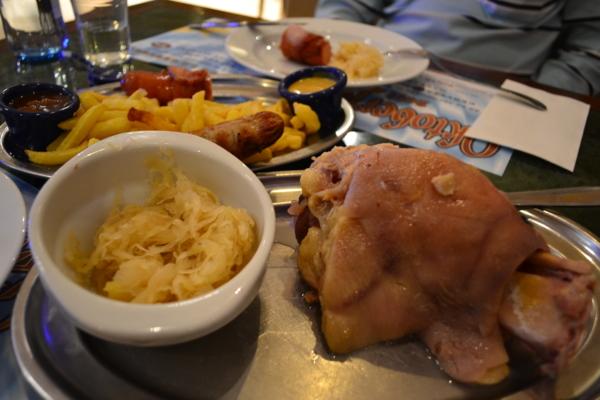德國水煮豬腳加酸菜/香腸加薯條