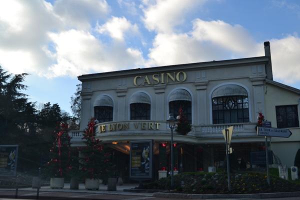 餐廳旁的賭場(CASINO)