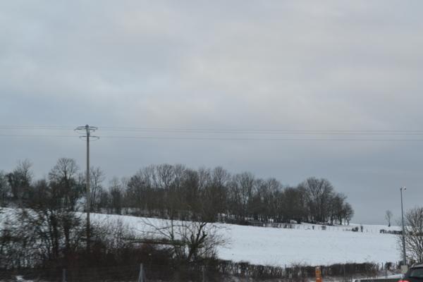 高速公路旁積雪2