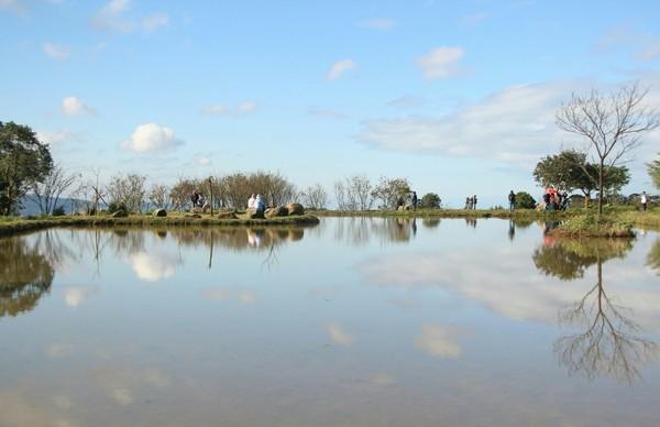 【新北】新秘境!這個水中央在三芝 不輸八煙的水天一線 - 跟著記者去哪鵝 - udn部落格
