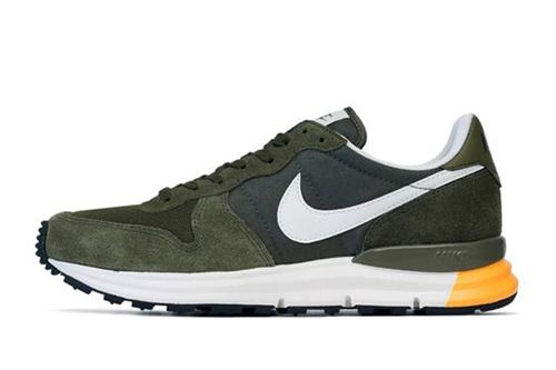 #nike官方新聞# 繼早前發布的University Red/New Slate-Sea Spray 配色之後,此番Nike  又為旗下慢跑鞋Lunar Internationalist 帶來這款全新 ...
