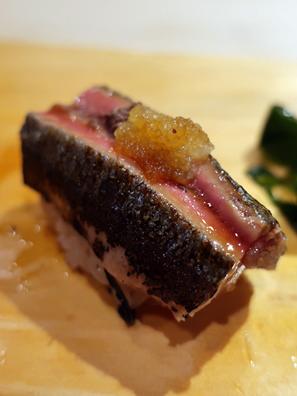 烤过腴肥的秋刀鱼