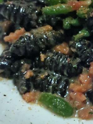看起来有一点像一只只胖虫蛹