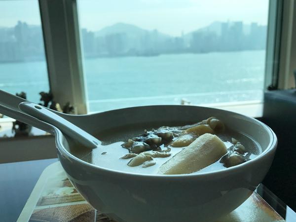 看海景飲湯