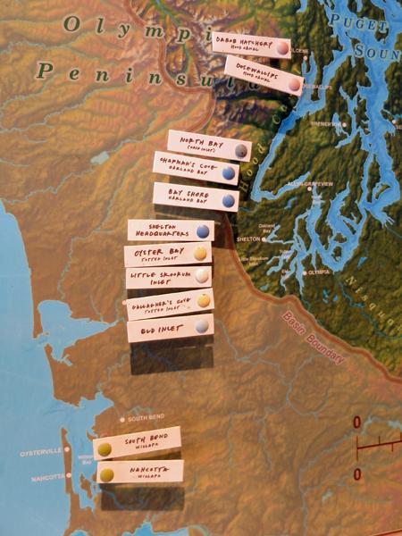 牆上地圖標示各產地