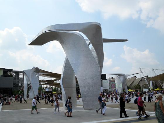 兩條主要大街交會處的雕塑