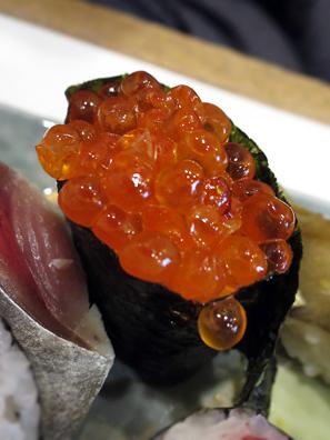 鮭魚卵軍艦卷