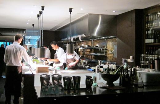 一樓開放式廚房一景