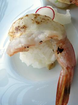 蝦下是飯糰