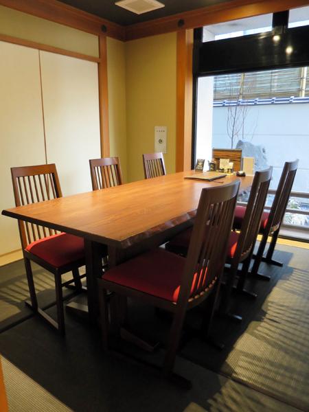 半廂房一桌