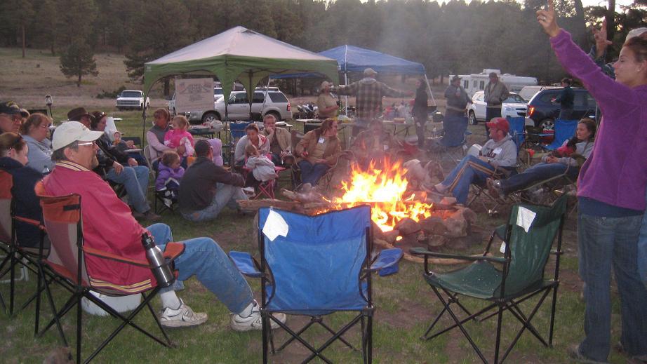 營火升得早