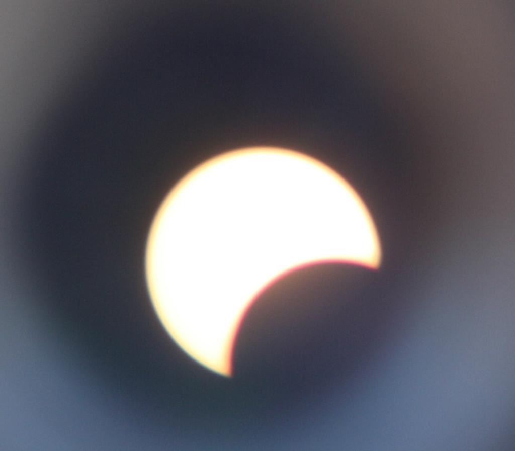 Jim 第二個望遠鏡,如果對焦清楚該可看到太陽的黑子