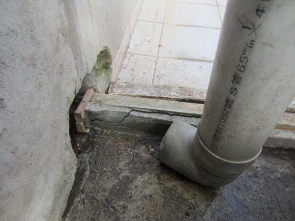 我家3樓的排水孔