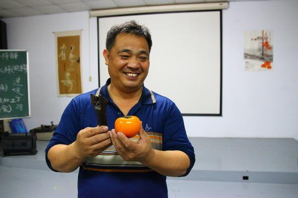 金漢柿餅的主人劉興武解說非常詳盡。從柿子的歷史、種類、栽種、生長、採收、製作流程及各種製成品的產銷一一說明。