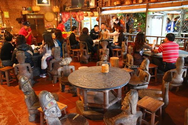 餐後免不了要來體驗製作客家擂茶和客家麻糬。