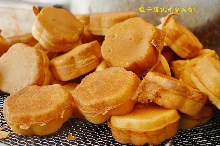 【在地小吃美食】新竹火車站前梅花雞蛋糕.在地人推薦的超夯古早味雞蛋糕.排隊就對了.豔子藤新竹美食地圖