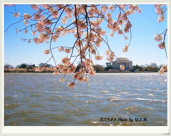 遠眺傑佛遜紀念館