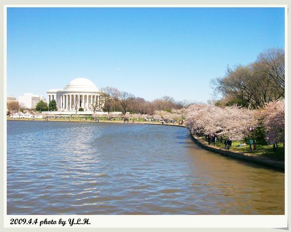 遠方是傑佛遜紀念館
