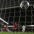 利物浦隊長杰拉德罰12碼球入網, 他全場共進 2球