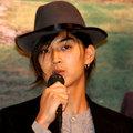 松田翔太 Matsuda Shouta  1985年9月10日         ---松田翔太出身於演藝世家,父親為已逝知名演員松田優作,母親是演員松田美由紀,姨母是演員熊谷真實,哥哥松田龍平亦是演員,而大嫂則為模特兒太田莉菜。