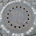 覺得這個水溝蓋很有意思 妹去布拉格拍回來的  連個小小水溝蓋都作的這麼有特色 它是個城堡的圖案  想想我們的水溝蓋如果要放自己國家比較著名的建築或文物該放什麼呢? 101應該會有蠻多人選的^^玉山應該也不錯 最近也很夯^^