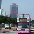 新巴剛經營的人力車觀光巴士,其是外形設計靈感來自古舊交通工具~人力車,開頂設計,遊覽香港島風景,很吸引遊客和香港人的目光。一齊來體會這動感與懷舊之旅吧!