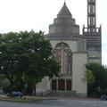 亞眠大教堂是哥德式建築頂峰時期的代表作。亞眠主教座堂表現宗教題材的雕像非常著名。正門雕塑的是《最後的審判》;北門雕塑的是殉道者;南門雕塑的是聖母生平,這些雕像被稱為「亞眠聖經」。