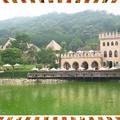 從觀景台遠遠望去,噴泉 古堡 虹橋 酒莊 山巒呈現的是一幅極美的景觀.