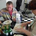 女兒的荷蘭朋友,特別喜愛中國美食.一天,在女兒學生宿舍的小小廚房內,教他們包水餃,他們都樂歪了.
