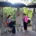 小鎮公園的休息處,如此的設計,非常的有創意.