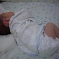 小宇是個小男生,因為奶粉過敏,只能喝母乳,因此必須到處募集母奶,所以是個集多人愛心的幸福寶寶(98-4-27日出生,6-2來我們家)  因為nan媽7/18意外受傷,小宇只有另請褓姆照顧了