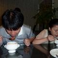 我和旻琪在正享用庭緣蕃茄蔬菜湯 ! 享受美食真開心 !