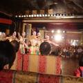 一群非舞蹈系出身的業餘喜愛跳舞的人,舞出了讓人拍手叫好的一場國際民俗舞蹈公演