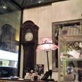 """我住的巷子,是台北鬧中取靜的地段, 有老外喜愛的酒吧、有大老闆愛吃的日本料理店, 有年輕人最中意的可以上網的咖啡館........  但是,最有名氣,卻是不甚起眼的""""Mr.J義法廚房""""....."""