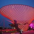 上海世博之夜,不是晚會,也不是某個特定之夜, 而是世博每晚的夜景,燈光璀璨地夜景; 這些燈,全部採用LED的燈,所以是很節能環保的.....