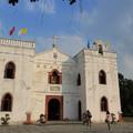 西班牙風格的白色天主堂,座落在屏東萬巒鄉萬金村內,已有百餘年歷史。  每年耶誕節,村內家家戶戶掛著閃閃燈飾,迎接平安夜的到來,成為南台灣的民俗特色。
