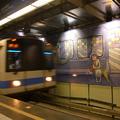 幾米畫作,把捷運站變活潑俏皮起來。
