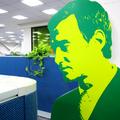跟大家介紹一下~這位綠綠的男子就是電家族的綠主管(誤)!
