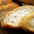 焦糖栗子醬鄉村麵包 切片特寫 有著薄薄的焦糖麵包皮 蜂巢狀的細口麵包內層 有著吐司的口感 以及淡淡栗子醬的香氣 ^^ 挺ok的呀