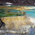 黃龍風景區以特殊石灰岩鈣化景觀,獲得世界自然遺産名錄。