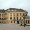 熊布朗皇宮亦稱麗泉宮,是歐洲三大宮殿之一,因為此地有一道美麗泉水而得名。