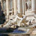 許願池又有一個名字叫幸福噴泉,但他正確的名稱應該是特拉維噴泉(Fontana di Trevi)。因電影